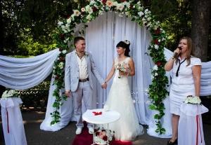 Как проходит выездная регистрация брака