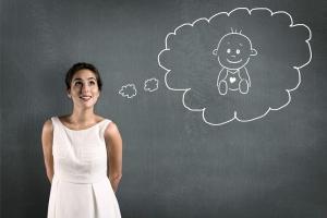 Может ли одинокая женщина усыновить ребенка