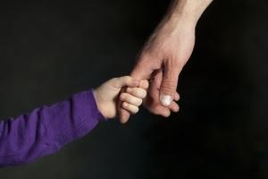 Опека и усыновление — в чем разница