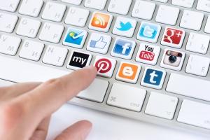 Через социальные сети
