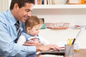 Может ли муж получать декретные и работать