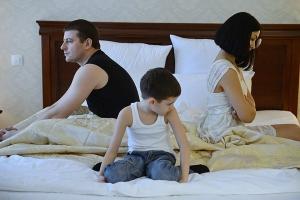 На каком основании муж может выписать бывшую супругу, оставив ребенка себе?