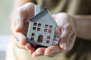 Собственник квартиры муж - какие права имеет жена в 2018 году?
