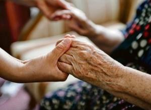 Пособие по уходу за бабушкой после 80 лет