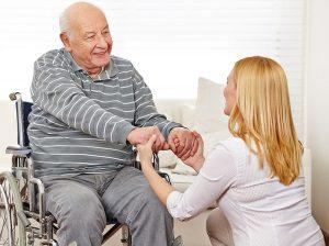 Идет ли стаж по уходу за престарелыми людьми старше 80 лет