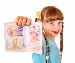 Как вписать ребенка в загранпаспорт родителей