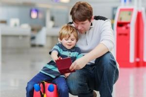 В каких случаях можно вписать ребенка в загранпаспорт старого образца?