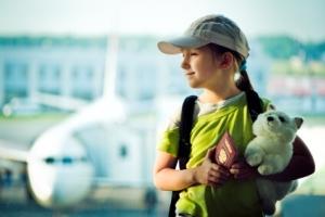 Выпустят ли за границу ребенка с родителями, если у него нет своего загранпаспорта?