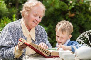 Прописать ребенка к бабушке
