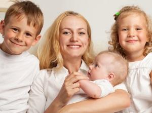Мать троих детей сколько получают