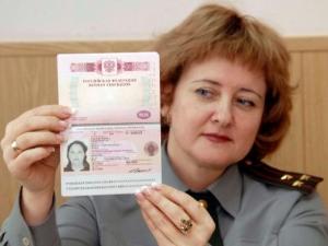Можно ли самостоятельно вписать ребенка в загранпаспорт родителя?