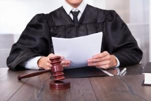 Возможен ли развод, если ребенку нет года? В каких случаях судья может отказать?