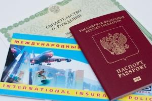 Как несовершеннолетний может выехать за границу