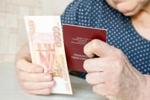 Какие выплаты положены пенсионерам, имеющим двух и более детей?