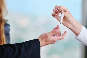 Как временно прописать человека в своей квартире?