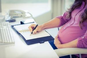 Как написать заявление на декретный отпуск?