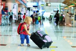 С какого возраста дети могут путешествовать самолетом без родителей